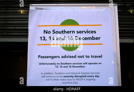 London, UK. 14th Dec, 2016. A sign advising passengers not to travel is displayed outside Balham Station, on the - Stock Photo
