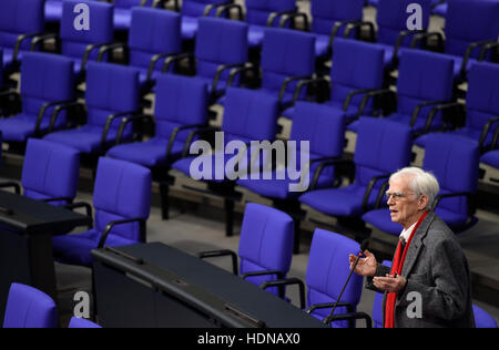Berlin, Germany. 14th Dec, 2016. Hans-Christian Stroebele, member of parliament for the party Alliance 90/The Greens - Stock Photo