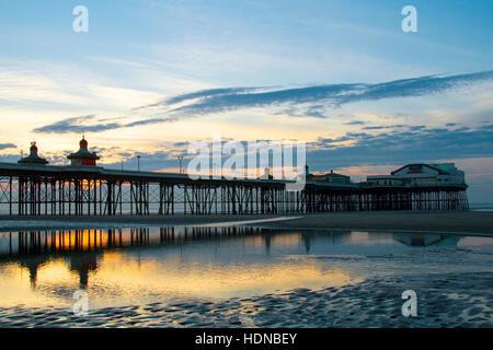 Blackpool, Lancashire, UK. 14th Dec, 2016. UK Weather: Sunset over Blackpool, Lancashire: 14th Dec 2016. - Stock Photo