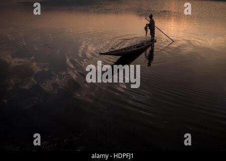 Fisherman working at the Tharzi Pond in Nyaungshwe, Myanmar. - Stock Photo
