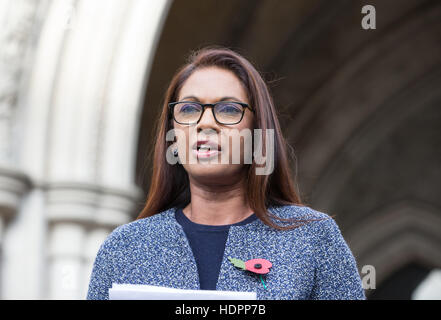 SCM Private co-founder Gina Miller speaks outside the High Court during her challenge of the Brexit decision by - Stock Photo