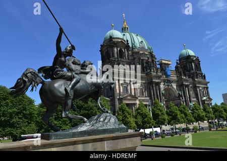 Amazone zu Pferde, Berliner Dom, Lustgarten, Mitte, Berlin, Deutschland - Stock Photo
