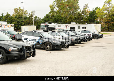 Police cars and a command center trailer parked in Purcell Public Safety Center in Purcell, Oklahoma, USA. - Stock Photo
