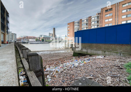 Plastic bottles and waste trash in Queens Quay / Queenhithe on the banks on the River Thames, London, UK - Stock Photo