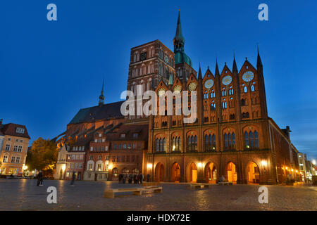 Rathaus, Alter Markt, Altstadt, Stralsund, Mecklenburg-Vorpommern, Deutschland - Stock Photo