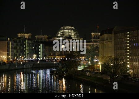 Berlin, Germany, November 8th, 2014: 25th celebrations of the Fall of the Berlin Wall held with a light balloon - Stock Photo