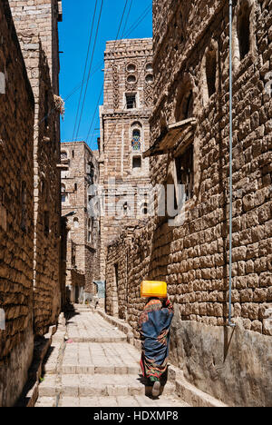 street in traditional old yemeni heritage thila village near sanaa yemen - Stock Photo