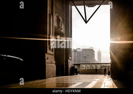Milano, Italy. 15th Dec, 2016. Daily life in the Milano Centrale Railway Station. The station is a terminus and - Stock Photo