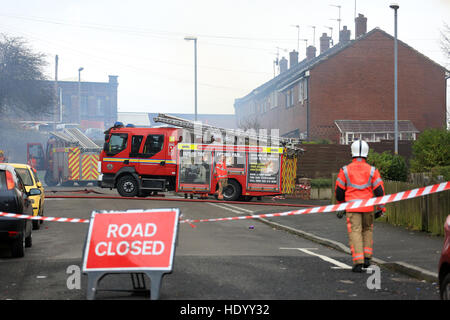 Oldham, UK. 15th Dec, 2016. A road closed where fire fighters are tackling a fire in a mill on Cardwell Street, - Stock Photo