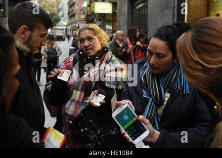 Madrid, Spain. 15th Dec, 2016. Two women sell Christmas lottery tickets in Madrid. © Jorge Sanz/Pacific Press/Alamy - Stock Photo