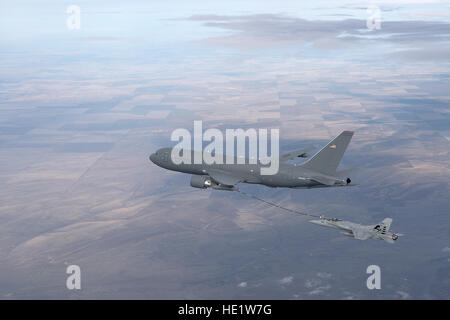 A KC-46A Pegasus refuels an F/A-18 Hornet with its hose and drogue system Feb, 10, 2016 over Washington State. This - Stock Photo