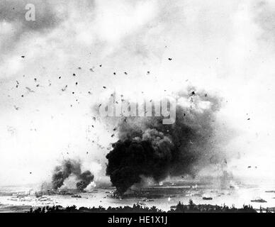 The Japanese second wave flew into a veritable hornets' nest of fleet air defense fire. View of Pearl Harbor looking - Stock Photo