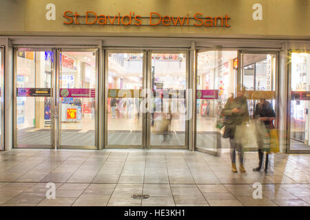 13/12/16, Cardiff, Wales. An Image at low shutter speed to show the movement of people in and out of the St David's - Stock Photo