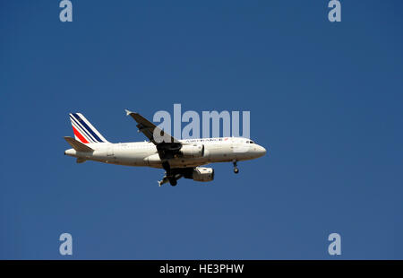 F-GRXA, Airbus A319, Air France in approach of Humberto Delgado Airport, Lisboa, Lisbon, Portugal - Stock Photo