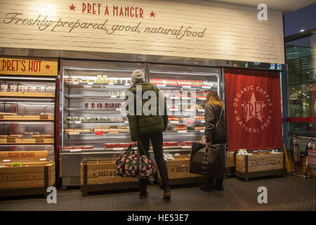 Pret a Manger, patrons selecting freshy prepared, good, natural food, Cafe in Manchester, UK - Stock Photo