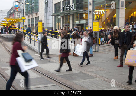 Everyday lifestyle street scenes in Manchester, UK. 17th December, 2016. Pre-Boxing Day Sales start in the city - Stock Photo