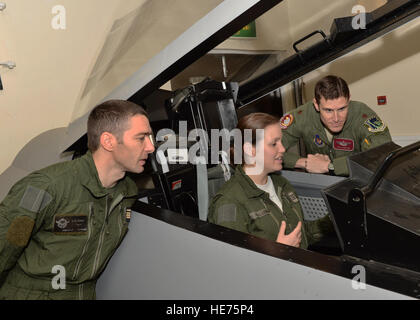 French air force pilots discuss the differences between the F-15E Strike Eagle and the Dassault Rafale, a twin-engine - Stock Photo