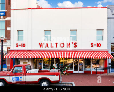 Sam Walton's first Five and Dime store in Bentonville, Arkansas, USA - now the Walmart Visitor's Center. - Stock Photo