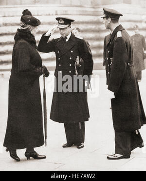 Armistice Day, 1936.  King Edward VIII, centre, greets his mother Mary of Teck, seen here as a widow.  Edward VIII, - Stock Photo