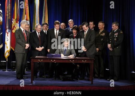 U.S. President George W. Bush signs the Defense Authorization Bill at the Pentagon November 24, 2003 in Washington, - Stock Photo