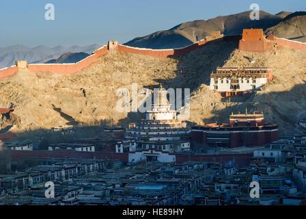 Gyantse: Town and Pelkor Chöde - monastery with Gyantse Kumbum and monastery wall, Tibet, China - Stock Photo