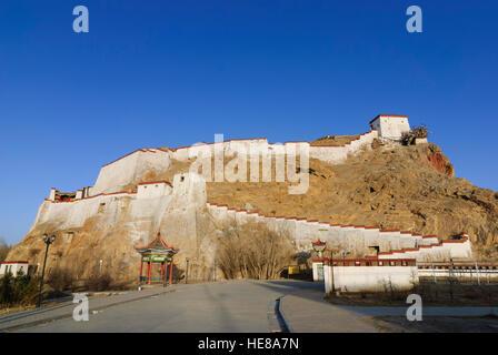 Gyantse: Dzong (castle) Gyantse, Tibet, China - Stock Photo