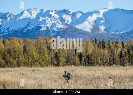 A paratrooper assigned to 4th Infantry Brigade Combat Team (Airborne), 25th Infantry Division, U.S. Army Alaska, - Stock Photo