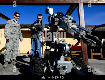 (From left) U.S. Force Airman 1st Class Taylor Tomkins, 31st Civil Engineer Squadron explosive ordnance apprentice, - Stock Photo