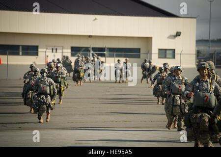 U.S. Army paratroopers assigned to Bravo Company, 3rd Battalion, 509th Infantry Regiment, 4th Airborne Brigade Combat - Stock Photo