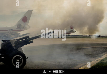Soldiers from 1st Battalion, 3rd Infantry Regiment fire cannons as Shinzō Abe, Japan's prime minister, arrives in - Stock Photo