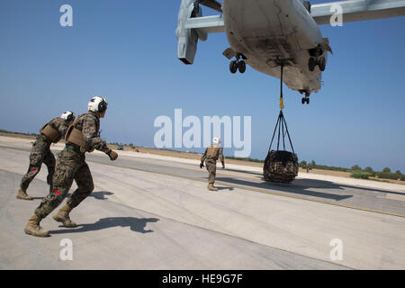 Landing support specialists with Combat Logistics Battalion 2, Special Purpose Marine Air-Ground Task Force-Crisis - Stock Photo