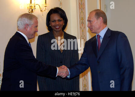U.S. Secretary of Defense Robert M. Gates is greeted by Russian President Vladimir Putin with Secretary of State - Stock Photo
