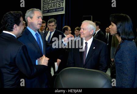 U.S. President George W. Bush talks with Secretary of Defense Robert M. Gates and Secretary of State Condoleezza - Stock Photo