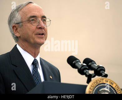 U.S. Deputy Secretary of Defense Gordon England gives remarks and introduces the President of the United States - Stock Photo