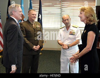 Secretary of the Navy Ray Mabus, and Vice Chairman Joint Chiefs of Staff Gen. James E. Cartwright listen to Adm. - Stock Photo