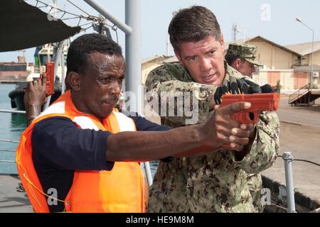 PPORT OF DJIBOUTI, Djibouti (May 28, 2012) – U.S. Navy Petty Officer 1st Class Anthony Nekervis (right), Maritime - Stock Photo