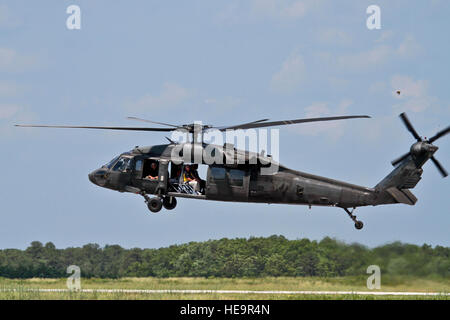 A New Jersey Army National Guard Black Hawk helicopter from the 1-150th Assault Helicopter Battalion lands at Atlantic - Stock Photo