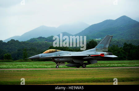 A KF-16 Fighting Falcon from the 19th Fighter Wing taxis to the runway at Jungwon Air Base, Republic of Korea, during - Stock Photo
