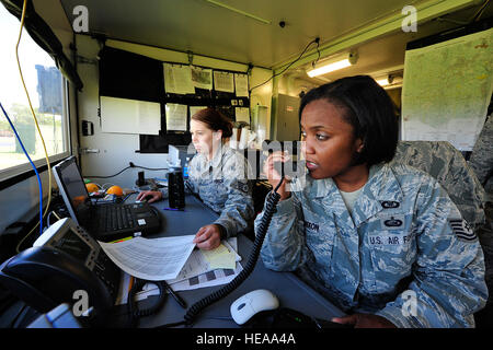 From left, U.S Air Force Staff Sgt. Nicole Shreffler and Tech. Sgt. Haniyyah Nixon, command post controllers from - Stock Photo