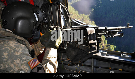 U.S. Army Sgt. Stefan Wood, CH-47 a flight engineer assigned to Joint Task Force-Bravo's 1-228th Aviation Regiment, - Stock Photo