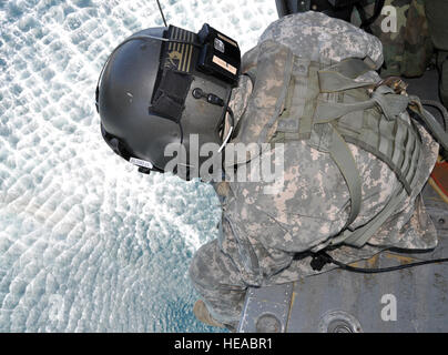 U.S. Army Staff Sgt. Kyle Farnes, a crew chief assigned to Joint Task Force-Bravo's 1-228th Aviation Regiment, operates - Stock Photo