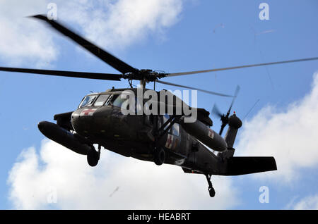 A UH-60 Black Hawk helicopter assigned to Joint Task Force-Bravo's 1-228th Aviation Regiment lifts off from Mocoron, - Stock Photo