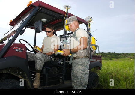 GUANTANAMO BAY, Cuba – Air Force Master Sgt. Arl Pauley III and Air Force Staff Sgt. Adam Hensley, both with the - Stock Photo