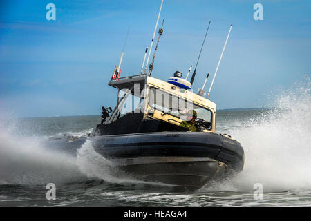 Members of the Port Security Unit 309 perform high-speed tactical boat maneuvers during a joint training exercise - Stock Photo