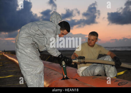 Soldiers with the 225th Engineer Brigade, Louisiana Army National Guard, work through the night to construct a Tiger - Stock Photo