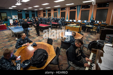 Naval Nuclear Power Training Command Student Play Video Games In ...