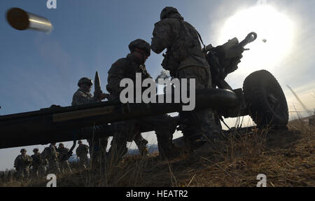 Paratroopers assigned to the 4th Infantry Brigade Combat Team (Airborne), 25th Infantry Division, U.S. Army Alaska, - Stock Photo