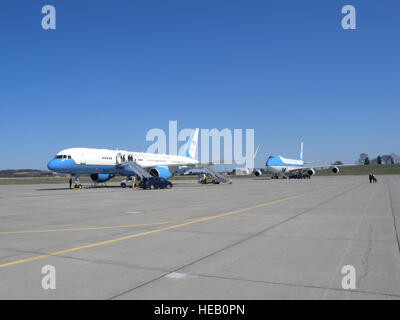 President Obama and Vice President Biden land at the Pennsylvania Air National Guard 171st Air Refueling Wing near - Stock Photo