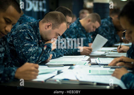 150903-N-DA737-030 PACIFIC OCEAN (Sept. 3, 2015) - Culinary Specialist 2nd Class Joseph S. Williams, from Federal - Stock Photo