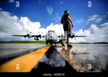 U.S. Air Force Master Sgt. Levi Denham, a WC-130J Hercules aircraft weather reconnaissance loadmaster assigned to - Stock Photo